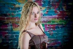 Sexy Mädchen blondes Dreadlocks steampunk Modell Lizenzfreies Stockfoto