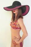 Sexy Mädchen in einem Bikini und in einem Hut Stockfoto