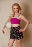 Sexy Mädchen mit Flugball Lizenzfreie Stockbilder