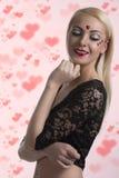 Sexy Mädchen mit Inneres geformtem Dekorationslächeln Stockfotografie