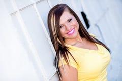 Sexy Mädchenmode-modell mit dem braunen Haar Lizenzfreie Stockfotos
