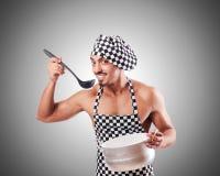 Sexy männlicher Koch gegen die Steigung Stockbilder