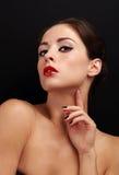 Sexy make-upvrouw met het rode lippenstift kijken Royalty-vrije Stock Afbeeldingen