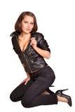 Sexy meisje in een zwart leerjasje Stock Foto's
