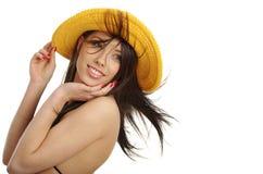 Sexy meisje in gele hoed en bikini royalty-vrije stock foto
