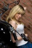 Sexy meisje op motor Royalty-vrije Stock Foto