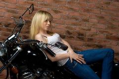 Sexy meisje op motor Royalty-vrije Stock Afbeelding