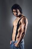 Sexy mens met zwarte bretels Stock Afbeeldingen