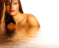 Sexy model in water stock foto