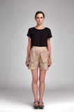 Sexy mooie aantrekkelijke de slijtage korte blouse van het vrouwen donkere haar Royalty-vrije Stock Afbeeldingen