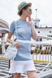 Sexy mooie de zomerstemming toevallig c van de mannequin donkerbruine vrouw Royalty-vrije Stock Afbeeldingen