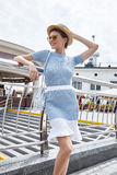 Sexy mooie de zomerstemming toevallig c van de mannequin donkerbruine vrouw Royalty-vrije Stock Foto's