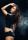 Sexy mooie donkerbruine politievrouw royalty-vrije stock foto's