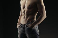 Ausgebildetes Körper tragendes demim Stockbild