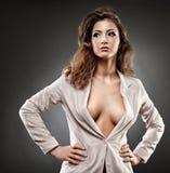 Sexy onderneemster op grijze achtergrond stock afbeeldingen