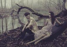 Sexy Paare über Naturhintergrund Lizenzfreie Stockfotografie