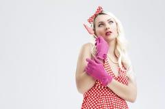 Sexy Pinup-kaukasische blonde Frau mit roter süßer Süßigkeit Stockbild