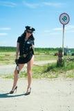 Sexy politievrouw Stock Foto's