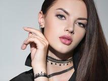 Sexy portret van een jonge donkerbruine vrouw royalty-vrije stock foto's