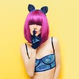 Sexy pussycatmeisje in cabaretstijl Royalty-vrije Stock Foto