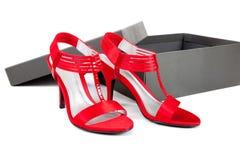 Sexy, rode kledingsschoenen op een witte achtergrond Stock Foto