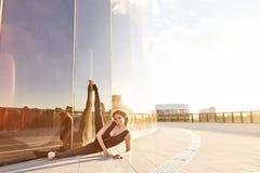 Sexy schöne blonde Frau mit perfekter Athletenzahl Tanz Stockfotografie