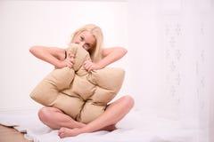Sexy schönes blondes Mädchen in der Unterwäsche Stockbilder