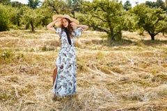 Sexy schönes junges blaues stilvolles der Frauenmode-modell-Abnutzung lang stockbilder
