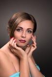 Sexy Schönheit lokalisiert auf Grau Stockfoto