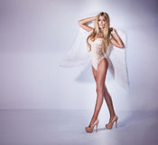 Sexy schönes Mädchen mögen Engel Lizenzfreie Stockfotos