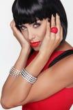 Sexy Schönheit Brunettefrau. Make-up. Stilvolle Franse. Schwarzes kurzes Lizenzfreie Stockbilder