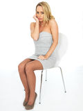 Sexy schwermütige mürrische junge Geschäftsfrau Lizenzfreies Stockbild