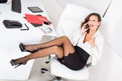 In nauw gedreven door sexy secretaresse