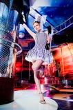 Sexy showgirl in hoge zijden Royalty-vrije Stock Fotografie