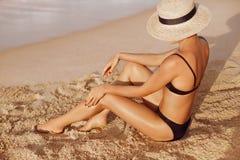 Free Sexy Suntan Woman In Bikini Legs Relaxing Lying Down On Beach. Beauty Skincare Sun Aging Protection Body Care Of Tanned Skin. Epil Stock Photo - 150536050