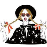 Sexy und lustiges Modemädchen kleidete in der schwarzen Bluse mit dem Sterndruck an und zeichnete in Skizzenart Auch im corel abg Stockfotografie