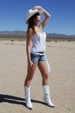 Sexy Veedrijfster in de woestijn stock afbeeldingen