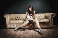 Sexy Violinist Woman lizenzfreie stockfotografie
