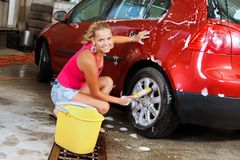 Sexy vrouw carwash stock fotografie