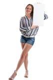 Sexy vrouw die een lege witte raad houden om iets voor te stellen Stock Foto