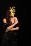 Sexy vrouw in gouden partijmasker Royalty-vrije Stock Afbeeldingen