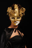 Sexy vrouw in gouden partijmasker Stock Foto's