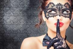 Sexy vrouw met Carnaval-masker Stock Foto's