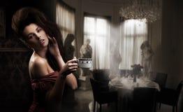Sexy vrouw met kop van koffie stock foto