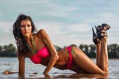 Sexy vrouw met schitteren-tatoegering Stock Fotografie