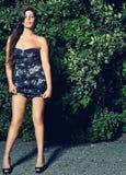 Sexy vrouw op natuurlijke plaats Stock Foto's