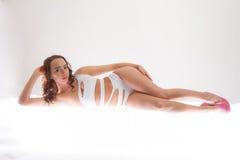 Sexy Vrouw in Zwempak en Hielen royalty-vrije stock afbeeldingen
