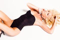 Sexy vrouw in zwempak het stellen op wit Stock Foto's