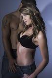 Sexy vrouwelijk model met haar vriend royalty-vrije stock foto's