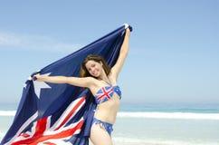 Sexy vrouwen Australische vlag bij strand Stock Afbeelding